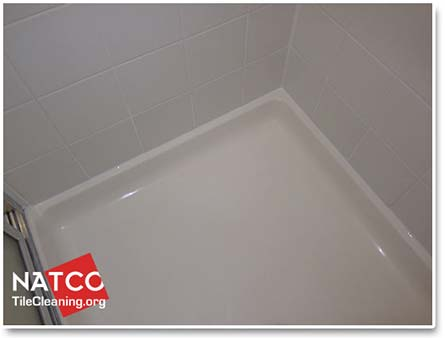 clean fiberglass shower pan